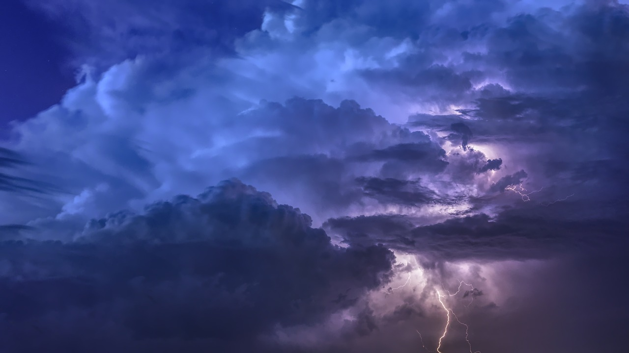 thunderstorm-3441687_1280.jpg